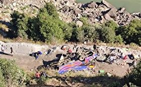 ਜੰਮੂ ਕਸ਼ਮੀਰ: ਮਿੰਨੀ ਬੱਸ ਖੱਡ 'ਚ ਡਿੱਗਣ ਕਾਰਨ 9 ਯਾਤਰੀਆਂ ਦੀ ਮੌਤ, 15 ਜ਼ਖ਼ਮੀ