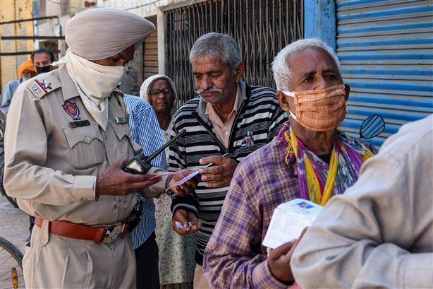 ਦੇਸ਼ 'ਚ ਕਰੋਨਾ ਦੇ 14989 ਨਵੇਂ ਮਾਮਲੇ ਤੇ 98 ਮੌਤਾਂ, ਪੰਜਾਬ 'ਚ 10 ਜਾਨਾਂ ਗਈਆਂ