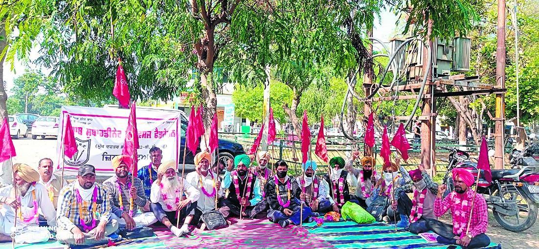 ਪੰਜਾਬ ਸਰਕਾਰ ਖ਼ਿਲਾਫ਼ ਸੜਕਾਂ 'ਤੇ ਉੱਤਰੇ ਮੁਲਾਜ਼ਮ