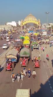 ਅੰਮ੍ਰਿਤਸਰ: ਸੈਂਕੜੇ ਟਰੈਕਟਰ ਟਰਾਲੀਆਂ ਨਾਲ ਕਿਸਾਨਾਂ ਦਾ ਕਾਫ਼ਲਾ ਦਿੱਲੀ ਰਵਾਨਾ