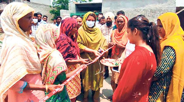 ਪਿੰਡ ਖੁਰਾਣਾ 'ਚ ਸੜਕਾਂ ਤੇ ਫਿਰਨੀ ਦਾ ਕੰਮ ਸ਼ੁਰੂ